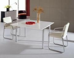 Mesa de comedor de color blanco