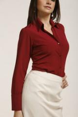 Blusa de color rojo