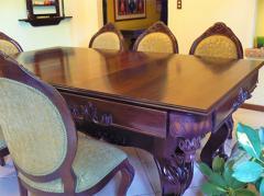 Mesa de billar y comedor de madera